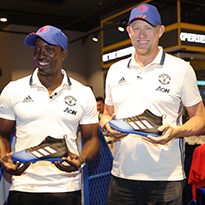 Man United Legends Schmeichel and Yorke Visit SSS
