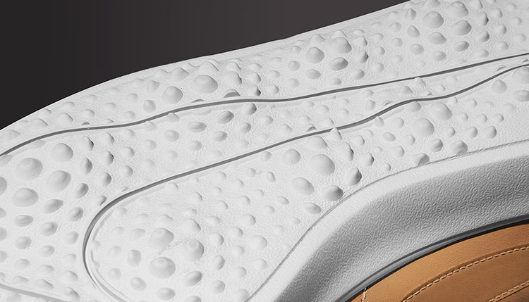 الأناقة الكلاسيكية في أحذية نايك جولف